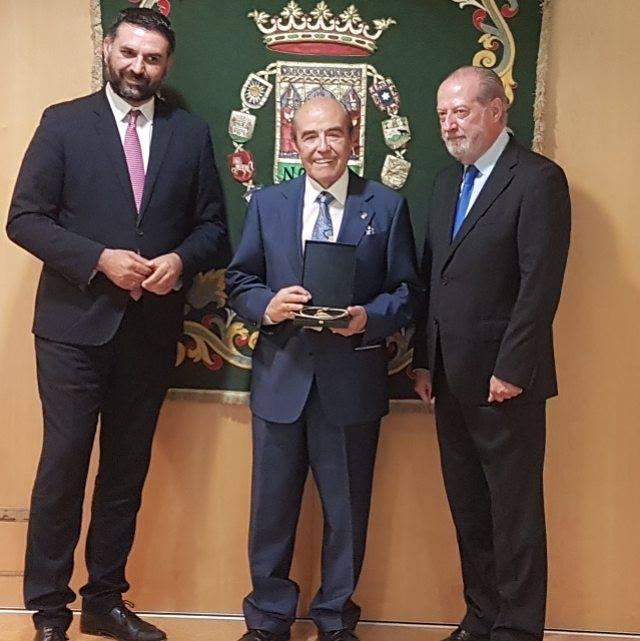 Juan Robles recibe la Medalla de Oro de la Provincia